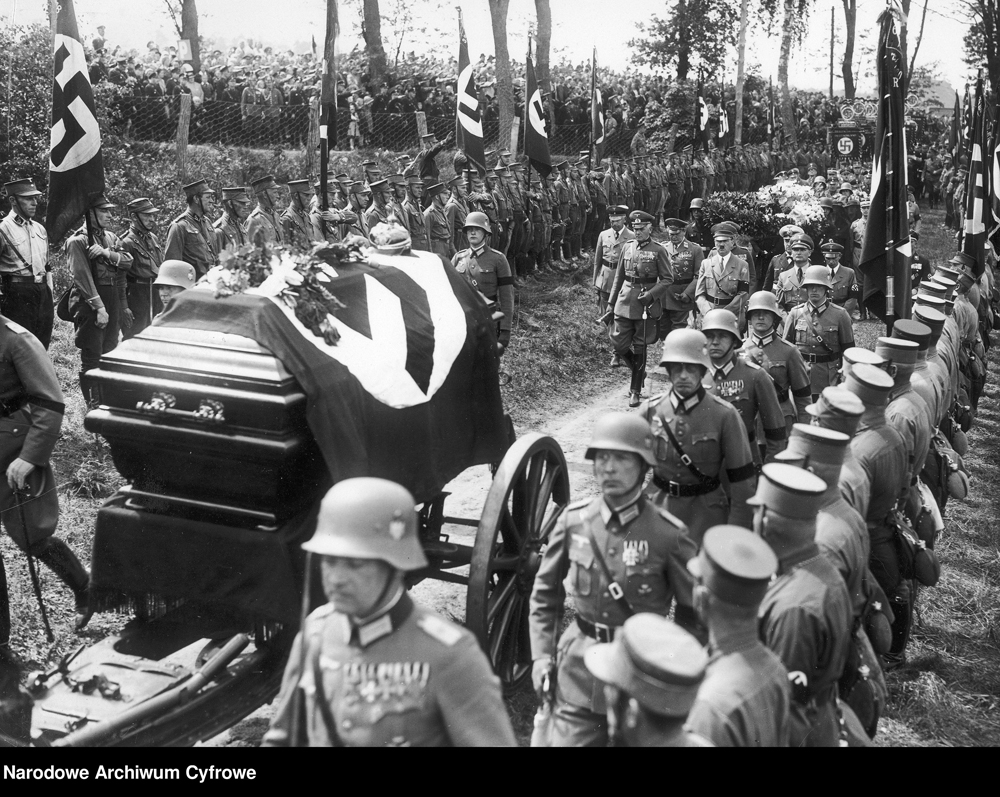 Adolf Hitler at the funeral of general Karl Litzmann
