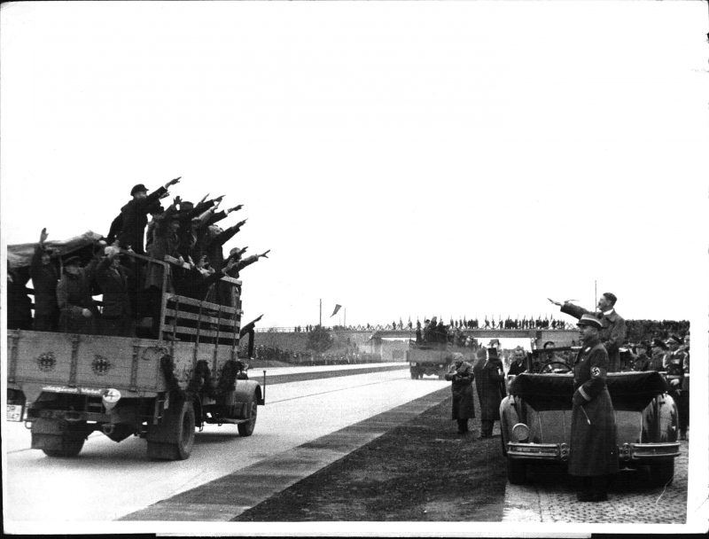Workers greet the Führer and Fritz Todt at the 1000 km of the Reichsautobahn