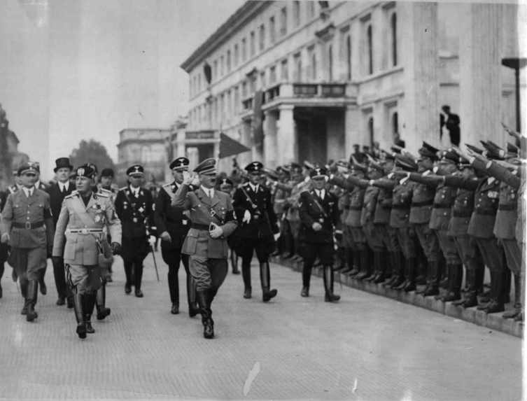 Mussolini and Hitler in front of the Braun Haus