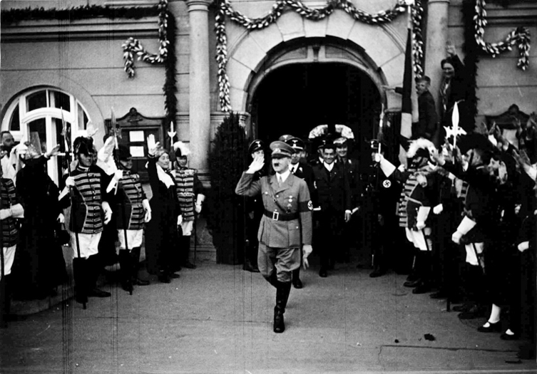 Hitler leaves Klagenfurt town hall